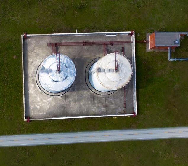 Два резервуара для технической воды и химвеществ
